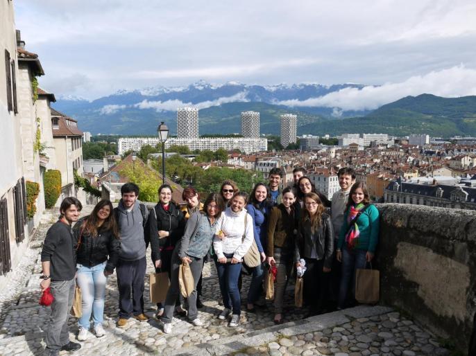 Photo souvenir à la sortie du Musée Dauphinois