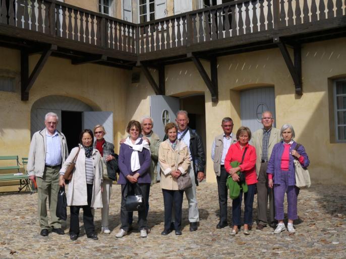 Les membres des Amis de Rome sous les balcons d'Hector
