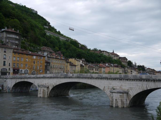 ... des tours panoramiques en bus, ici les quais de l'Isère...