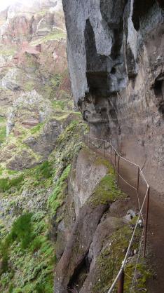 Madère - Passage étroit en bord de falaise