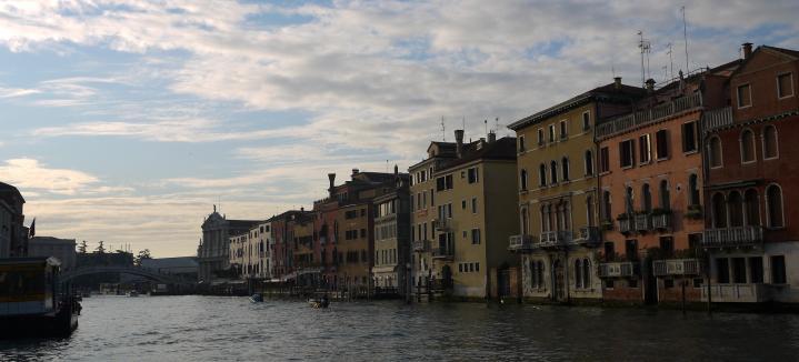 Venise - A l'approche du Ponte degli Scalzi et de l'église Santa Maria