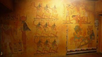 Décor égyptien du parking du casino (détail personnages)