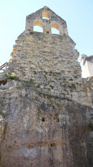 Chateau de Commarque - Chapelle mur façade intérieur