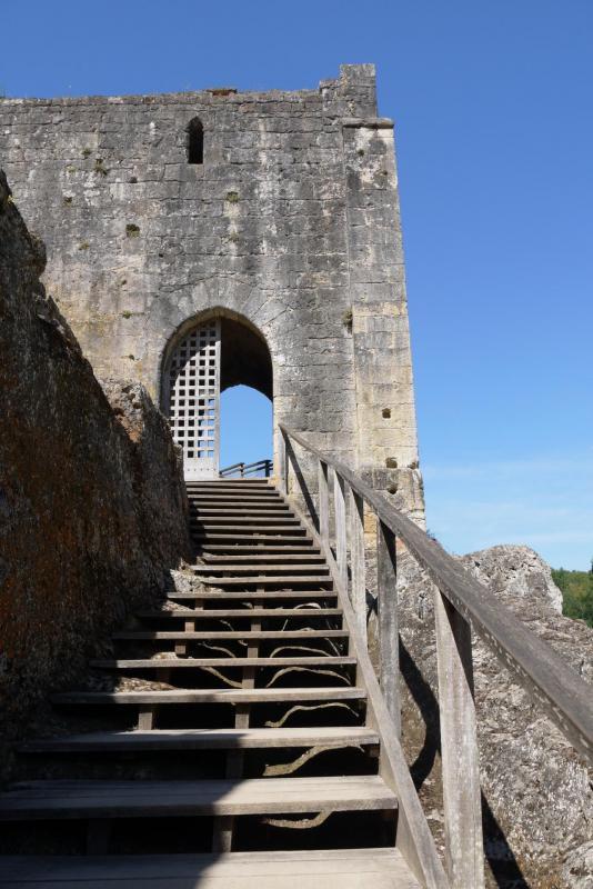 Chateau de Commarque - Entrée du castrum sous la chapelle