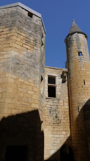 Chateau de Commarque - Tour octogonale desservant les logis