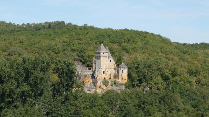 Chateau de Commarque vue sur le Château de Laussel