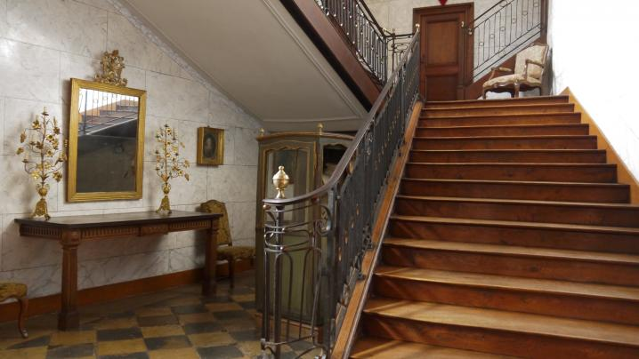 Chateau de Longpra - Grand escalier central
