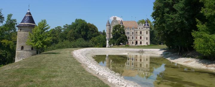 Chateau de Pupetieres - Château, tour de l oratoire et étang