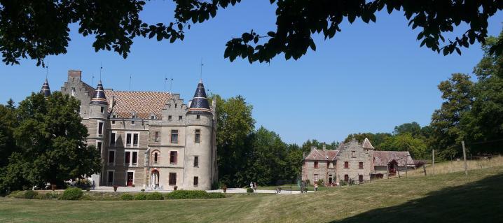 Chateau de Pupetieres - Ecrin de verdure