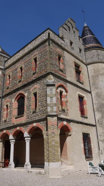 Chateau de Pupetieres - Galerie en façade sud
