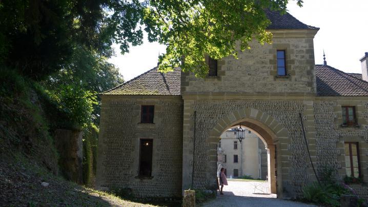 Chateau de Pupetieres - Porche d'entrée