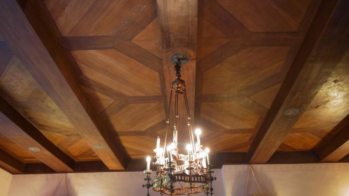 Chateau de Pupetieres - Salle à manger (faux bois au plafond)