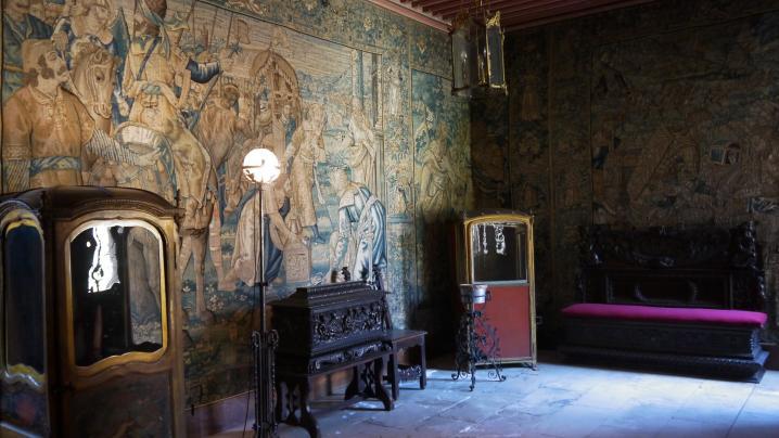 Chateau de pupetieres vestibule