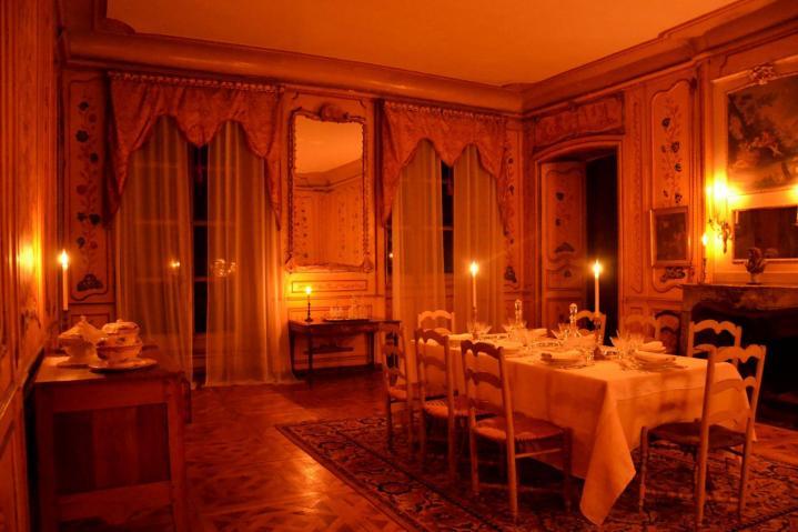 Chateau du passage interieurs