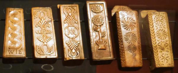 Coffins sculptes en bois