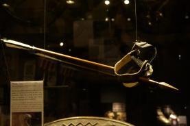 Fausse flèche pour simuler le talon percé d'Achille portée par Brad Pitt dans Troie