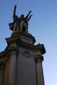 Grenoble detail fontaine aux 3 ordres place notre dame