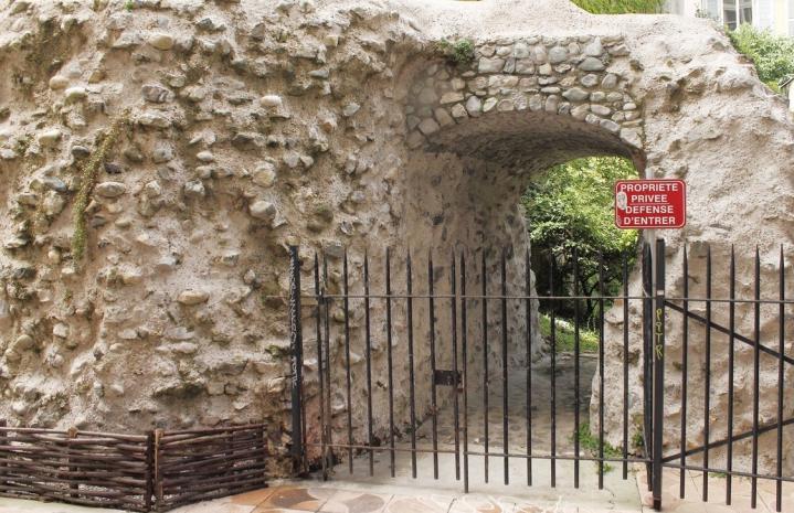Grenoble - Vestiges rempart romain Cularo Rue Lafayette