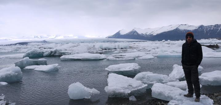 Islande - Lagune glaciaire de Jökulsarlon - Votre guide de poche s'improvisant roi des glaciers (ça se voit que j'ai froid ?!)
