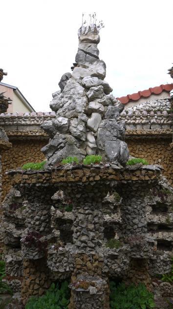 Jardin Rosa Mir - Empilement de cailloux
