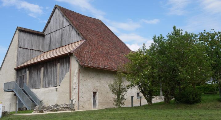La Grange Dimière - Vue de l'arrière, un édifice