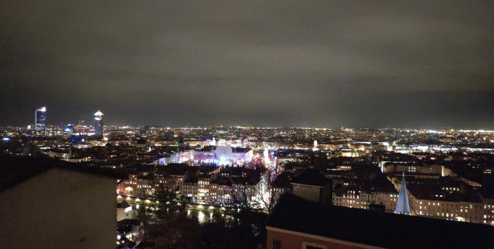 Lyon - Fête des Lumières 2018 - Vue sur la ville depuis le Belvédère cardinal Henri de Lubac