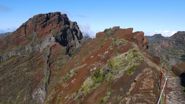 Madere - Arète rocheuse après le belvédère Ninho da Manta