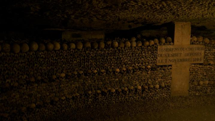 Paris - Catacombes - Des alignements parfaits !