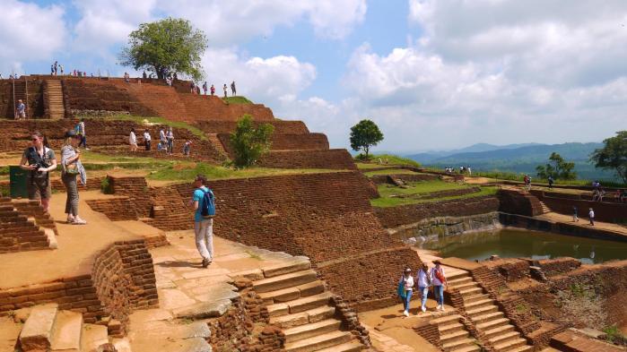 Sri Lanka - Sigiriya - Ruines au sommet et bassin