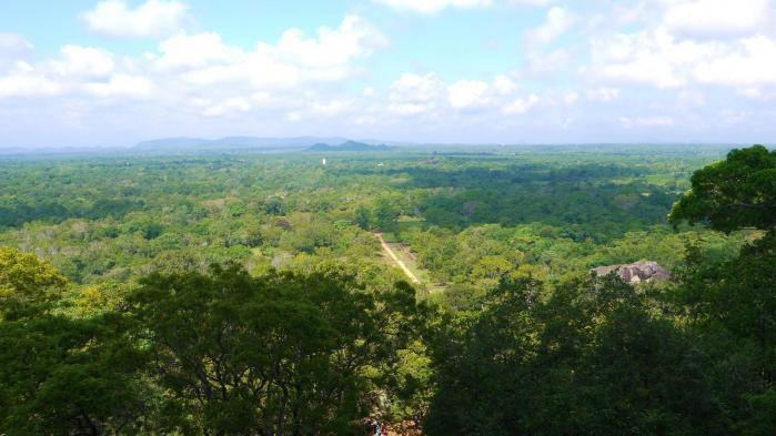 Sri Lanka - Vue du 1er palier Sigiriya avec les jardins en contrebas