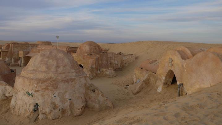Tunisie - Mos Espa menacée par une dune de sable en 2013