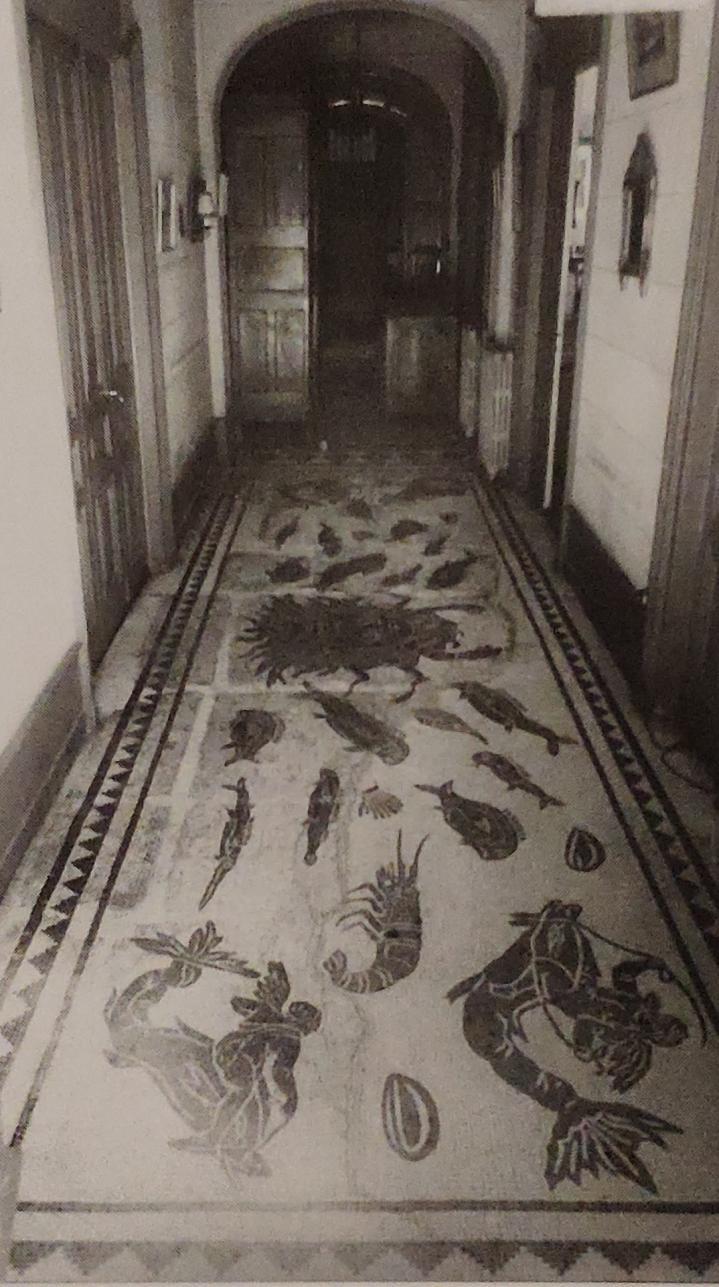 Vienne - Photo de la mosaïque du Dieu Océan dans le couloir de la maison de M. Jouffray