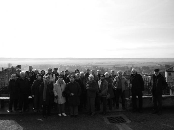 Le groupe devant la plaine de la Bièvre.