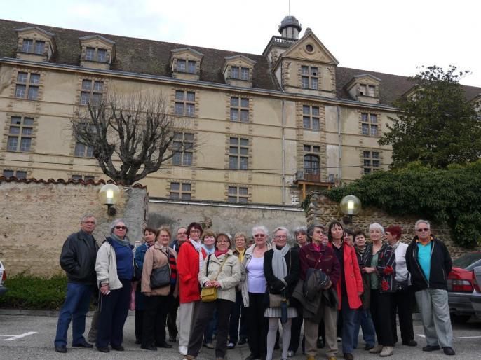 Au pied du Château Louis XI