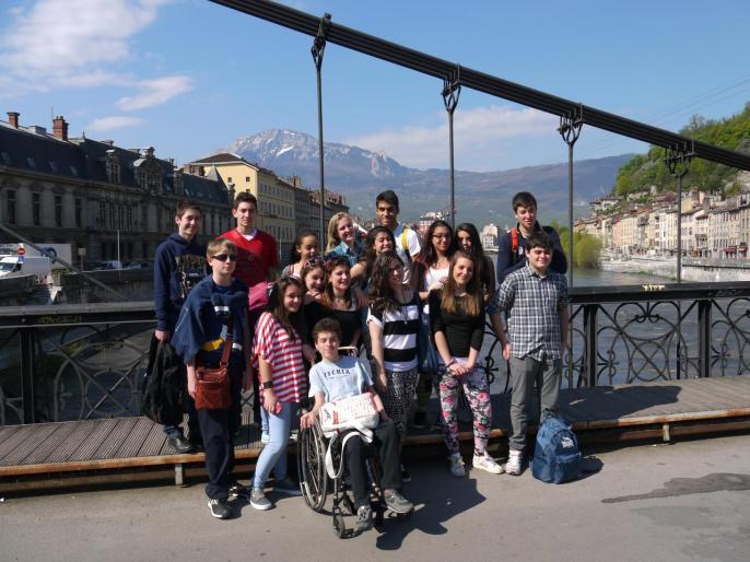 Petite photo de groupe sur la passerelle Saint-Laurent