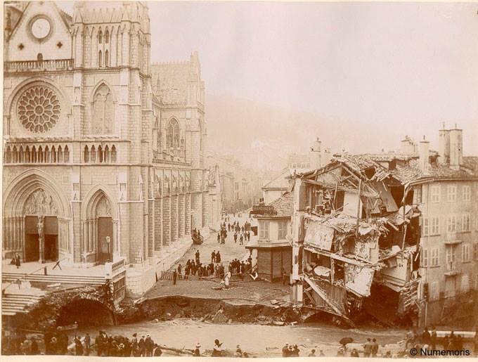 Inondation 1897 - Parvis de Saint-Bruno éffondré